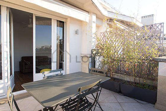 Very bright balcony with tilefloor