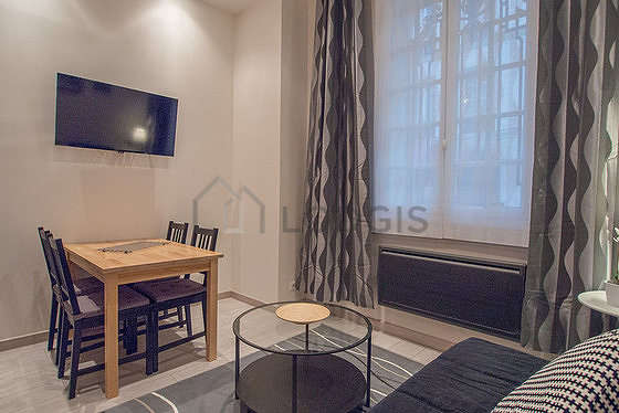 Living room of 16m² with woodenfloor