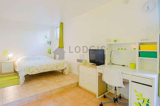 Very quiet living room furnished with 1 bed(s) of 140cm, tv, hi-fi stereo, storage space