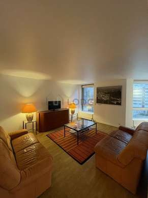 Large living room of 24m² with the carpetingfloor