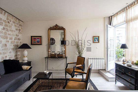 Séjour calme équipé de 1 canapé(s) lit(s) de 140cm, télé, 2 fauteuil(s)