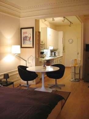 Grand salon de 21m² avec du parquetau sol