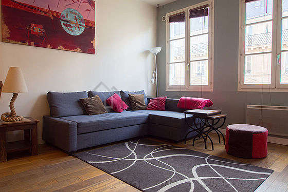 Living room furnished with 1 infant bed(s) of 0cm, 1 sofabed(s) of 160cm, tv, dvd player