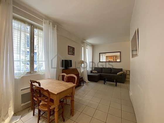 Quiet living room furnished with tv, dvd player, 2 armchair(s), 4 chair(s)
