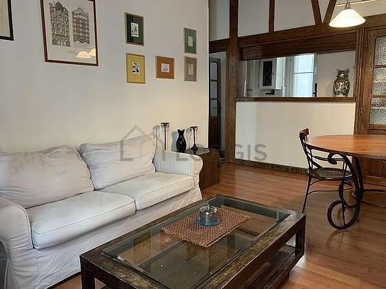 Great sitting room of an apartmentin Paris