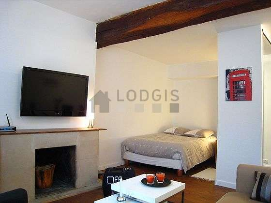 Very quiet living room furnished with 1 sofabed(s) of 120cm, 1 bed(s) of 140cm, tv, dvd player
