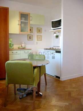 Beautiful kitchen of 2m² with woodenfloor