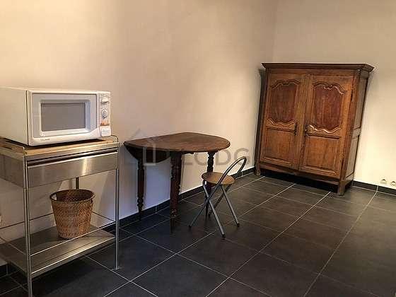 Belle cuisine de 15m² avec du carrelageau sol