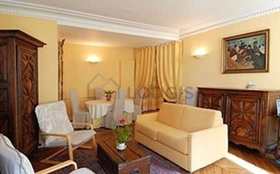 Very bright living room furnished with 6 chair(s)