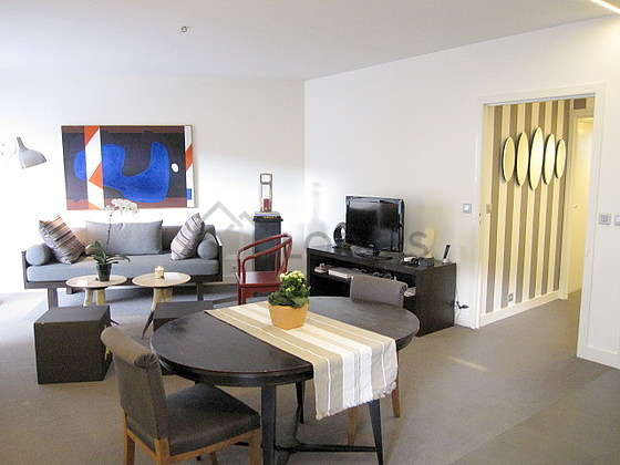 Large living room of 20m² with cocofloor