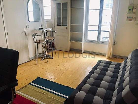 Living room of 16m² with the carpetingfloor