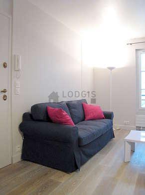 Séjour calme équipé de 1 canapé(s) lit(s) de 140cm, télé, 4 chaise(s)