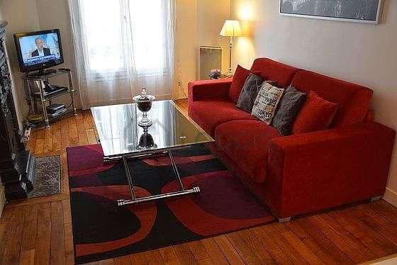 Séjour calme équipé de 1 canapé(s) lit(s) de 140cm, télé, chaine hifi, placard