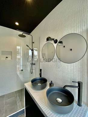 Pleasant bathroom with double-glazed windows and with tilefloor