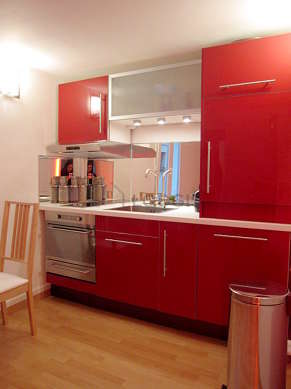 Kitchen where you can have dinner for 4 person(s) equipped with dishwasher, hob, freezer, extractor hood