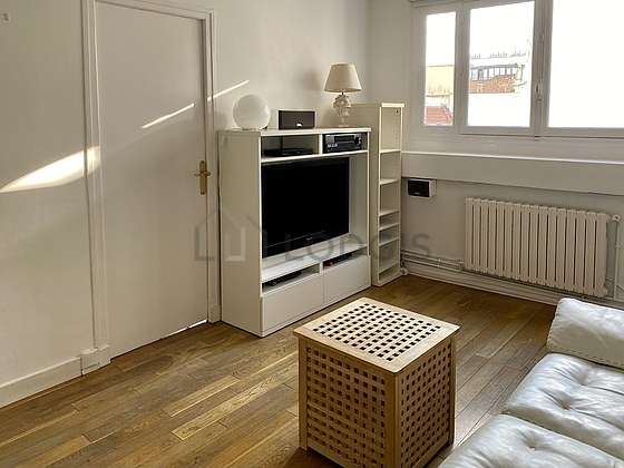 Very quiet living room furnished with home cinema, tv, hi-fi stereo, 2 chair(s)