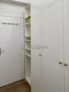 Very beautiful office of 5m² with woodenfloor furnished with desk, wardrobe, 1 chair(s)