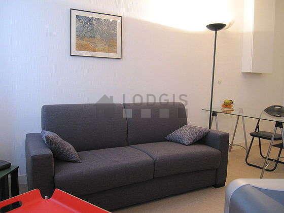 Salon lumineux équipé de placard, 3 chaise(s)