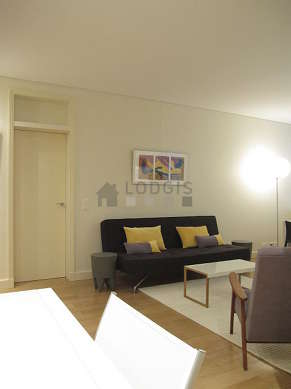 Quiet living room furnished with air conditioning, tv, dvd player, 2 armchair(s)