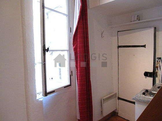 Séjour calme équipé de 1 lit(s) mezzanine de 120cm, télé, 1 fauteuil(s), 1 chaise(s)