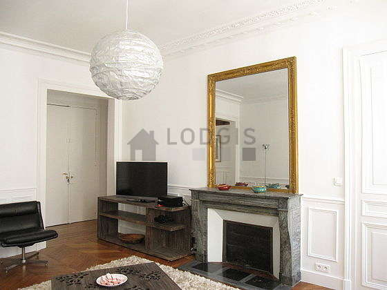 Quiet living room furnished with tv, dvd player, 2 armchair(s)