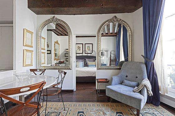 Salon avec du parquetau sol