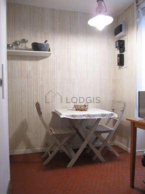 Beautiful kitchen of 7m² with floor tilesfloor