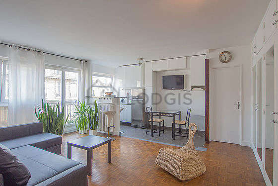 Large living room of 22m² with woodenfloor