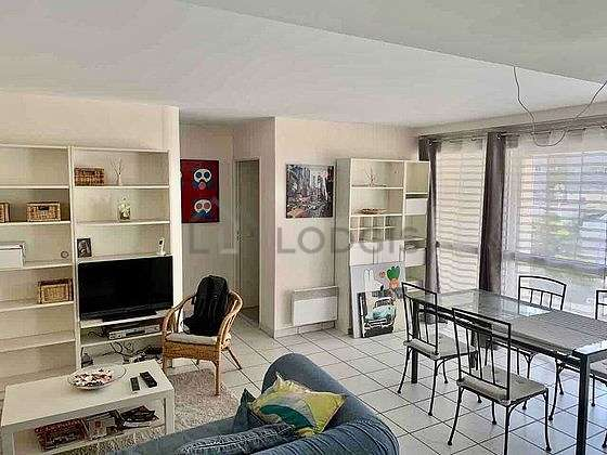 Very quiet living room furnished with tv, hi-fi stereo, 2 armchair(s), 6 chair(s)