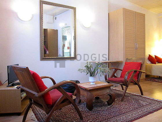 Very quiet living room furnished with 1 bed(s) of 140cm, tv, dvd player, 2 armchair(s)