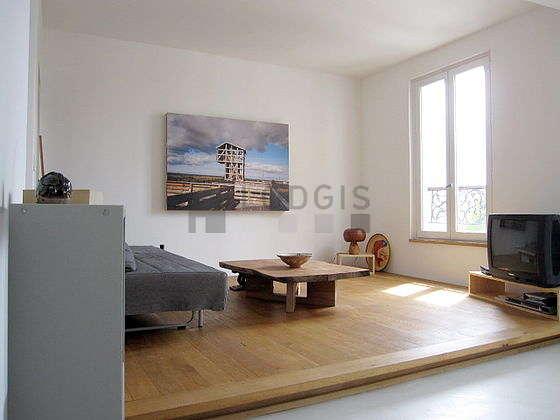 Living room with concretefloor