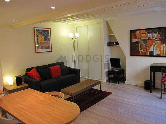 Living room furnished with cupboard, 1 chair(s)