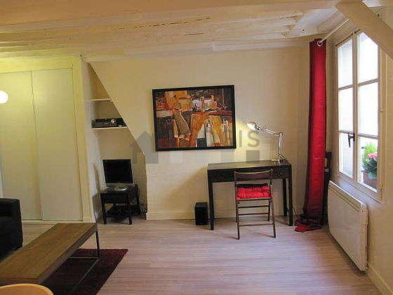 Beautiful, very quiet sitting room of an apartmentin Paris