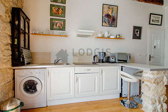 Beautiful kitchenopens on the living room with woodenfloor