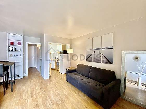 Living room of 14m² with woodenfloor