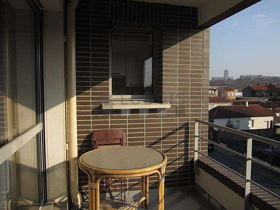 Quiet and very bright balcony with tilefloor