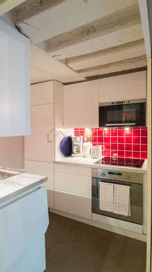 Kitchen equipped with dryer, refrigerator, crockery