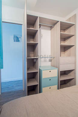 Very quiet alcove equipped with 1 bed(s) of 140cm, bedside table