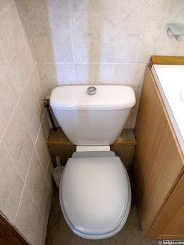 Belle salle de bain avec du cocoau sol