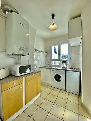 Kitchen of 6m² with tilefloor