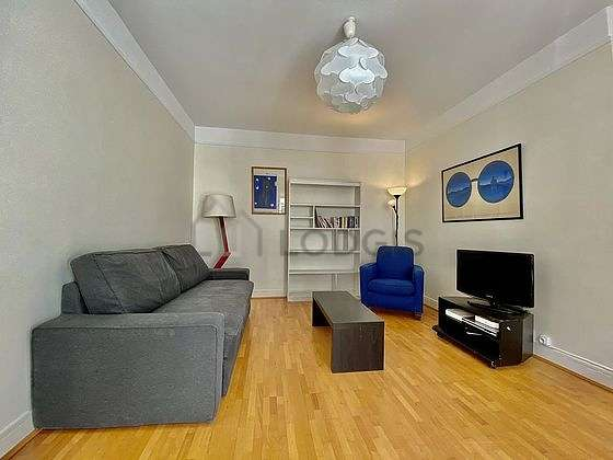 Living room furnished with tv, dvd player, 4 chair(s)