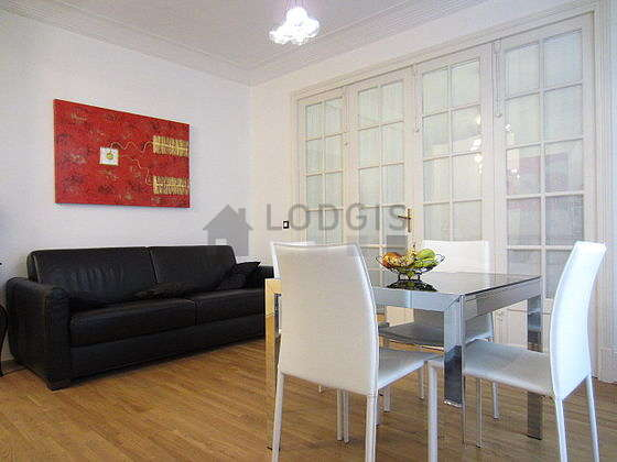 Quiet living room furnished with 1 sofabed(s) of 160cm, tv, 5 chair(s)