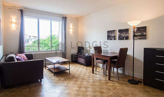 Quiet living room furnished with 1 sofabed(s) of 140cm, 1 bed(s) of 160cm, tv, hi-fi stereo