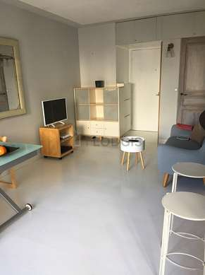 Quiet living room furnished with 1 bed(s) of 140cm, tv, hi-fi stereo, 2 armchair(s)