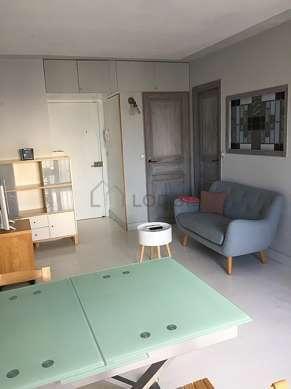 Beautiful, quiet sitting room of an apartmentin Paris