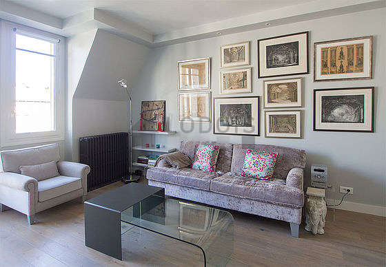 Quiet living room furnished with tv, hi-fi stereo, 5 chair(s)