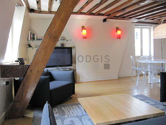 Large living room of 27m² with woodenfloor