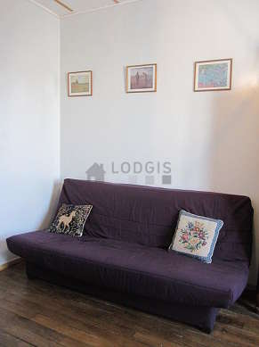 Living room furnished with 1 sofabed(s) of 140cm, tv, 1 armchair(s), 4 chair(s)