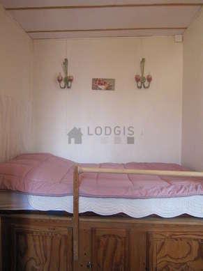 Chambre pour 2 personnes équipée de 1 matelas de 120cm