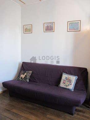 Séjour équipé de 1 canapé(s) lit(s) de 140cm, télé, 1 fauteuil(s), 4 chaise(s)